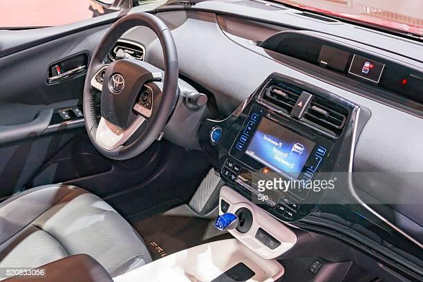 neue toyota prius hybrid vierten erstellung der dashboard - airbag stock-fotos und bilder
