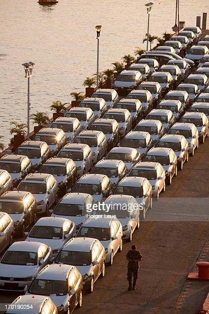 new volkswagen cars on pier - acapulco stock pictures, royalty-free photos & images