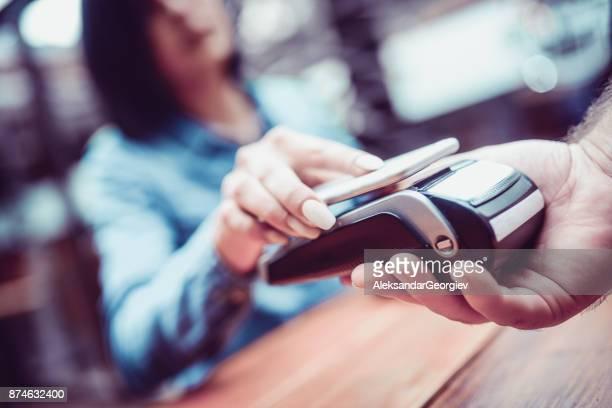 Nieuwe manier van systemen voor mobiele betalingen, betalen met Smartphone
