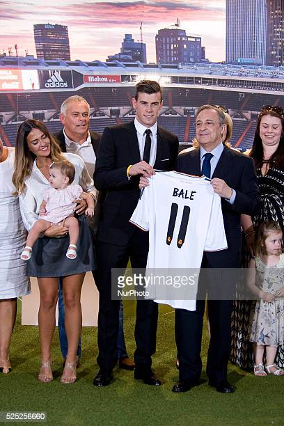 New Welsh striker of Real Madrid Gareth Bale his girlfriend Emma Rhys Jones his daughter Alba Violet Jones a poses with his new jersey past Real...