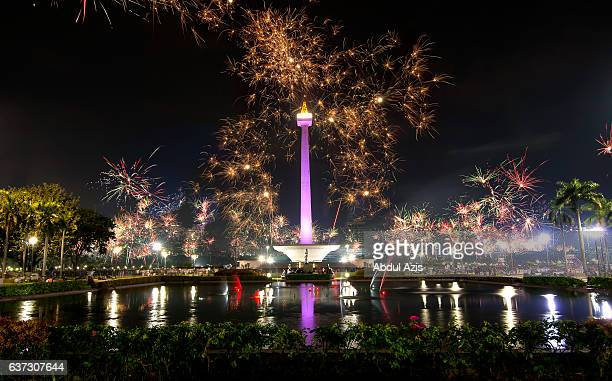 2017 new year celebration - monas - jakarta - ジャカルタ ストックフォトと画像