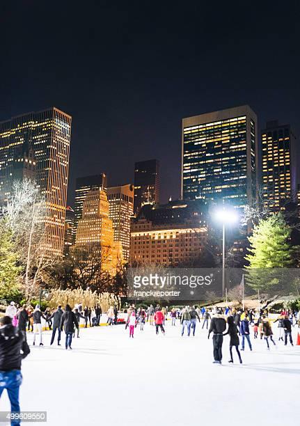 novo ano do central park em nova york pessoas patinação no gelo - central park manhattan - fotografias e filmes do acervo