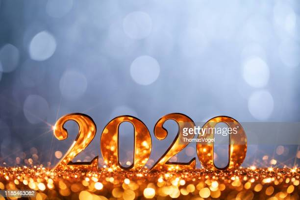 new year christmas decoration 2020 - gold blue party celebration - vigilia di capodanno foto e immagini stock