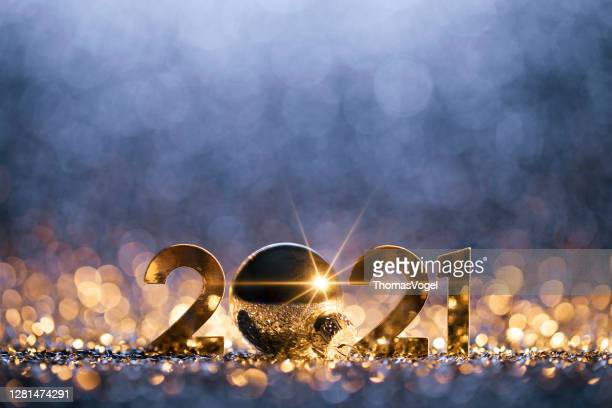 new year christmas decoration 2021 - gold blue party celebration - new year's eve stock pictures, royalty-free photos & images