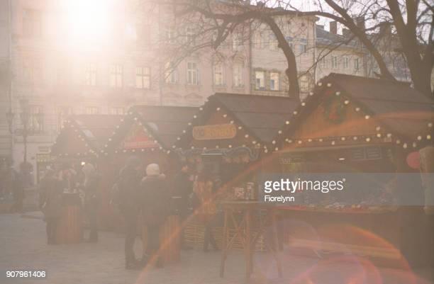 新しい年、クリスマスは、リヴィウをフェアします。フィルムで撮影します。 - bright 2017 film ストックフォトと画像