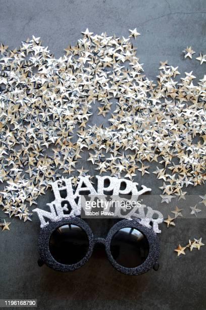new year glasses on black background - nieuwjaarsreceptie stockfoto's en -beelden