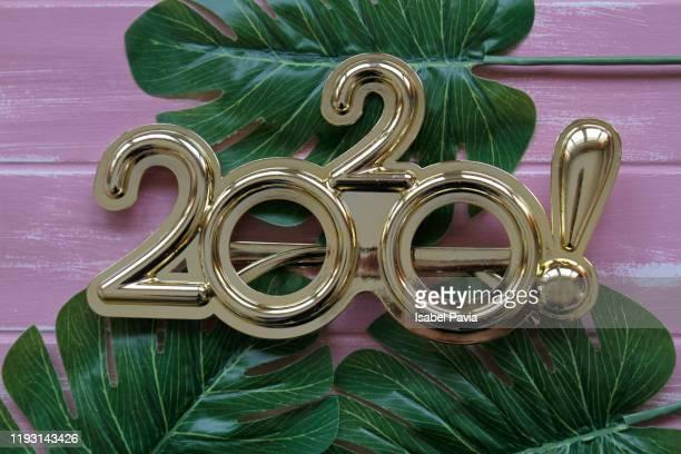 2020 new year glasses on pink background - 新年レセプション ストックフォトと画像