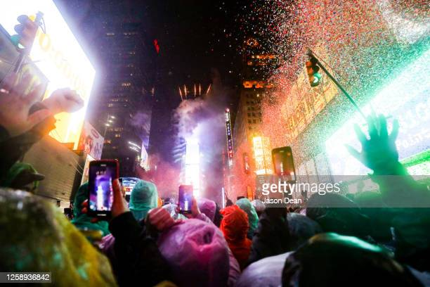 new year in nyc - new year's eve stock pictures, royalty-free photos & images