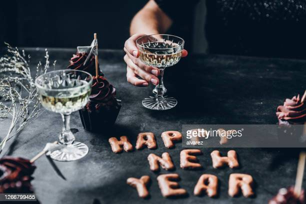 new years celebrations - new year's eve stock pictures, royalty-free photos & images