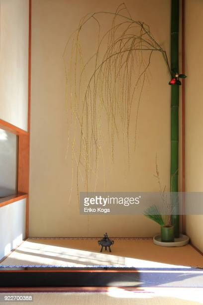 new year's decoration of alcove called tokonoma - 和室 ストックフォトと画像