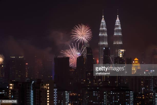 kuala lumpur, malaysia - 1st january 2016; new year's eve 2016 celebration over downtown kuala lumpur, malaysia. - shaifulzamri stock pictures, royalty-free photos & images