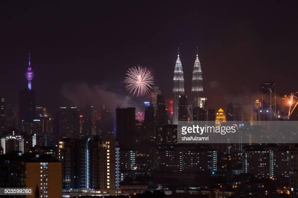 kuala lumpur, malaysia - 1st january 2016; new year's eve 2016 celebration over downtown kuala lumpur, malaysia. - shaifulzamri fotografías e imágenes de stock