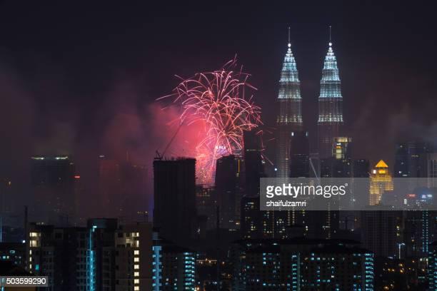 kuala lumpur, malaysia - 1st january 2016; new year's eve 2016 celebration over downtown kuala lumpur, malaysia. - shaifulzamri stockfoto's en -beelden