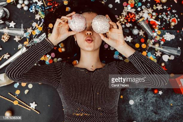 new years party young woman - performer stock pictures, royalty-free photos & images