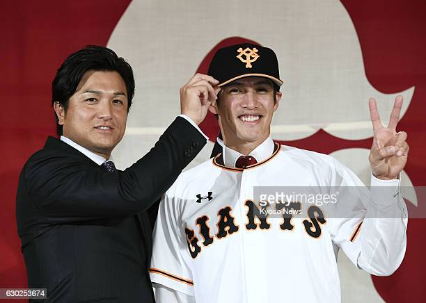 New Yomiuri Giants and star Taiwan outfielder Yang Daikang is unveiled by Yoshinobu Takahashi manager of his new Central League club in a press...