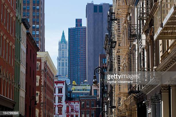 new york architecture: soho lofts, manhattan - soho new york stock photos and pictures