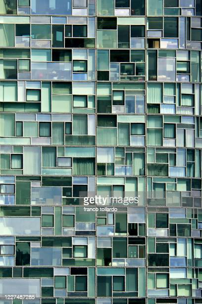 new york building close up - metropolitan museum of art new york city stock pictures, royalty-free photos & images