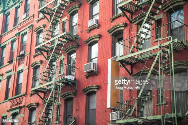 new york buildings - lower east side manhattan stock pictures, royalty-free photos & images
