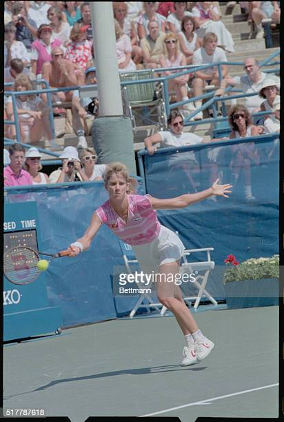 Chris Evert Lloyd lost her first set of the 1986 U S Open 9/1 but recovered to beat Catarina Lindgvist of Sweden 62 26 62 to advance to the quarter...