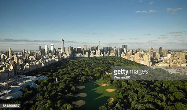 usa, new york city, aerial photograph of central park in manhattan - central park manhattan - fotografias e filmes do acervo