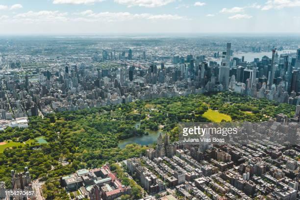 vista aerea di new york - luogo d'interesse internazionale foto e immagini stock