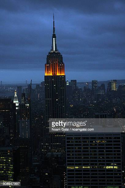 new york city and the empire state building - noam galai stock pictures, royalty-free photos & images