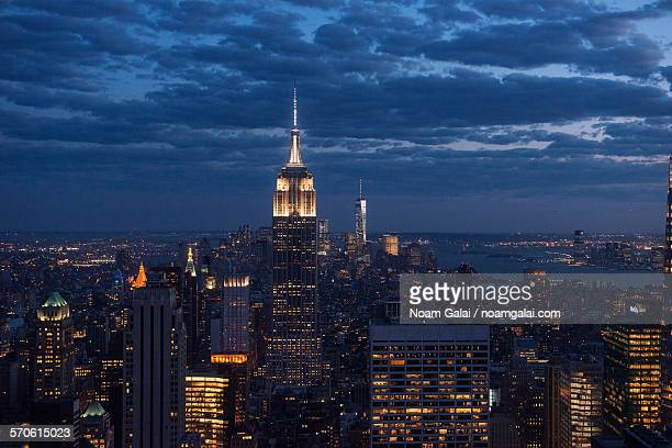 new york city at night - noam galai stock pictures, royalty-free photos & images
