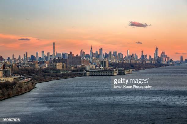new york city at sunset from george washington bridge - george washington bridge stock pictures, royalty-free photos & images