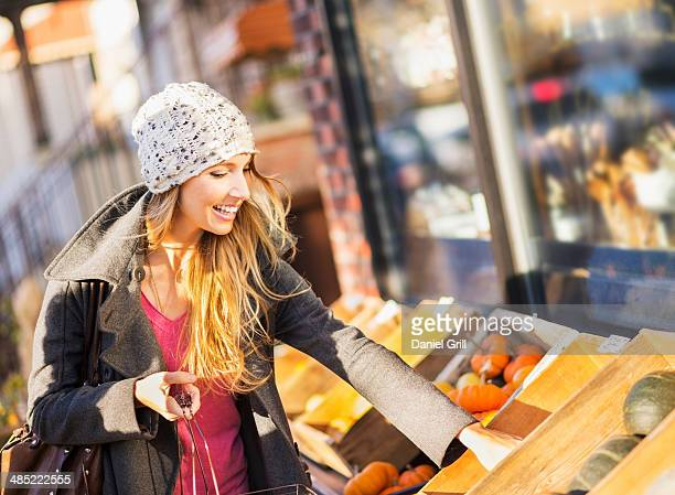 usa, new york city, brooklyn, williamsburg, portrait of woman shopping at market - williamsburg new york city stock pictures, royalty-free photos & images