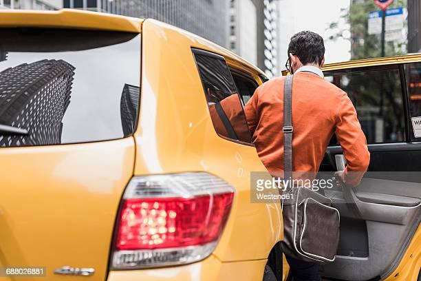 usa, new york city, businessman entering cab - 入る ストックフォトと画像
