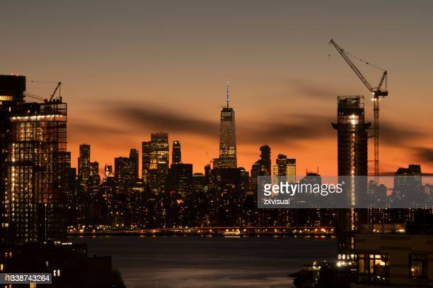 new york city dusk view - brooklyn new york stock pictures, royalty-free photos & images