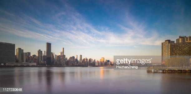 new york city east river cityscape - new bay bridge stock pictures, royalty-free photos & images