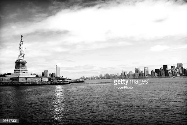 ニューヨーク市の街並みの風景 - ニューヨーク湾 ストックフォトと画像