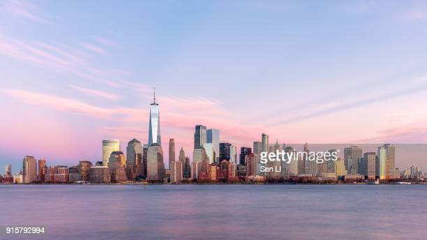 new york city landscapes, skyline, manhattan - new york stock-fotos und bilder
