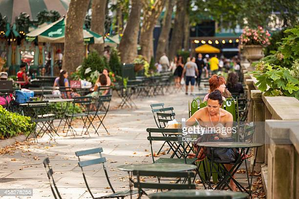 new york city lifestyle - bryant park stock pictures, royalty-free photos & images