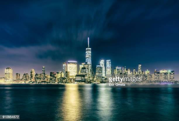 ciudad de nueva york manhattan noche centro agua reflejo crossprocessed
