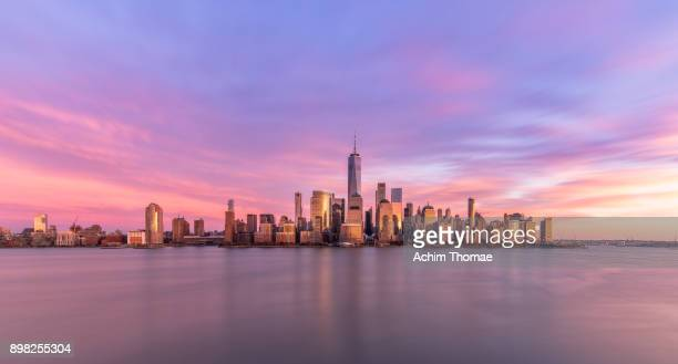 new york city, manhattan skyline at sunset, usa - general view stock pictures, royalty-free photos & images