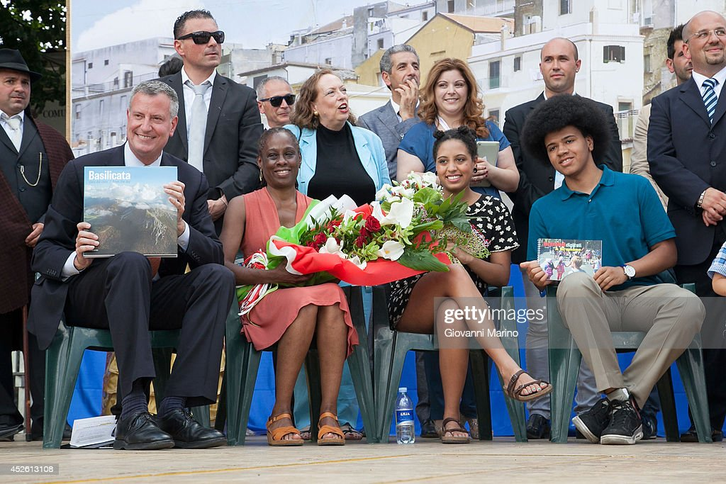 New York City Mayor Bill de Blasio Visits His Grandmother's Town Grassano And Receives Honorary Citizenship : Nachrichtenfoto