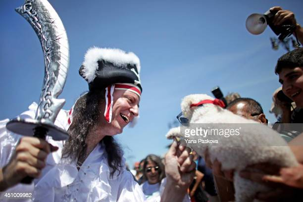 New York City Mayor Bill de Blasio greets a dog wearing sunglasses on the boardwalk in the 2014 Mermaid Parade at Coney Island on June 21 2014 in the...