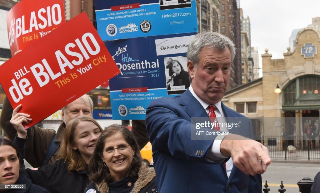 New York City Mayor Bill de Blasio greets people at the 72nd Street subway stop on the Upper West Side of New York on November 7, 2017. New Yorkers went to the ballot box Tuesday in local polls widely tipped to be won by Mayor Bill de Blasio. /