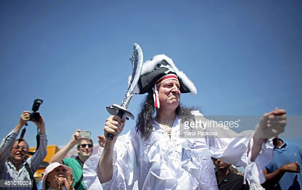 New York City Mayor Bill de Blasio greets the crowd on the boardwalk in the 2014 Mermaid Parade at Coney Island on June 21 2014 in the Brooklyn...