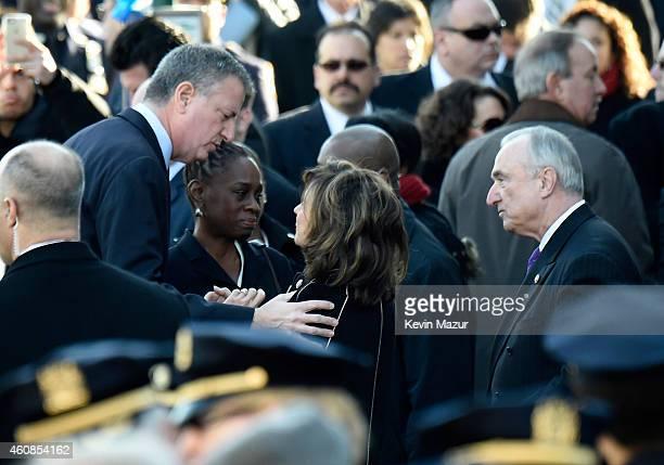 New York City Mayor Bill de Blasio his wife Chirlane McCray New York City Police Commissioner Bill Bratton and his wife Rikki Klieman arrive at the...