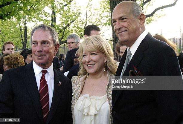 New York City Mayor Michael Bloomberg Bette Midler and Oscar de la Renta