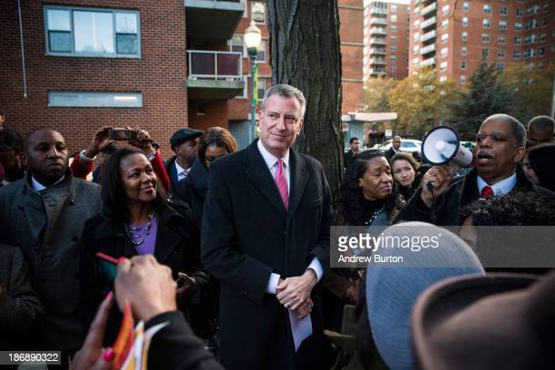 New York City Mayoral candidate Bill De Blasio speaks to campaign volunteers in a public housing village on November 4 2013 in the Queens borough of...