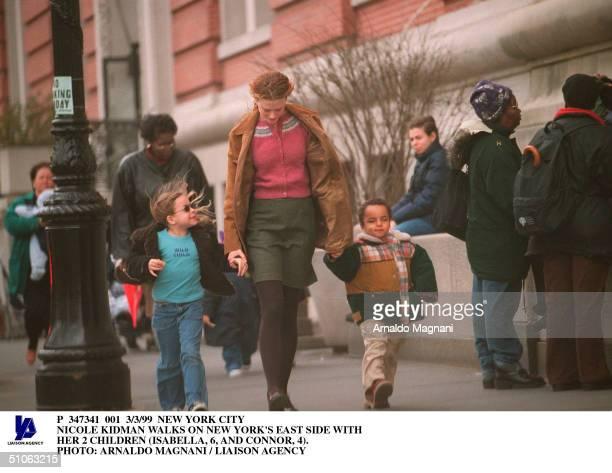 New York City Nicole Kidman Walks On New York's East Side With Her 2 Children