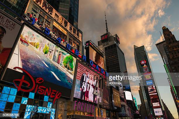 new york city - modern essentials by h&m stock pictures, royalty-free photos & images