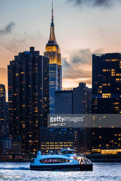 new york city skyline and ferry - queens new york city stock pictures, royalty-free photos & images