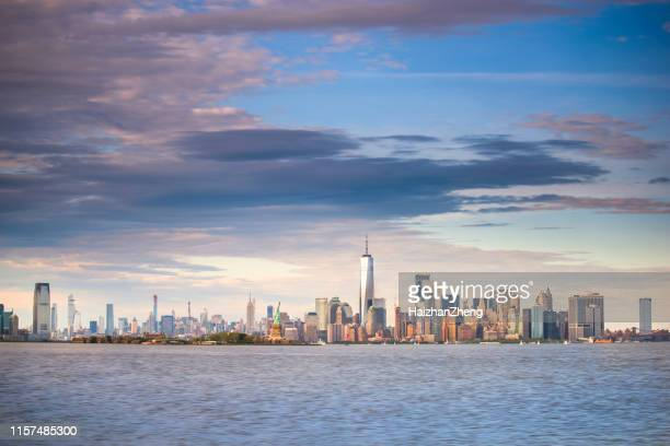 new york city skyline at sunset - lower manhattan stock pictures, royalty-free photos & images
