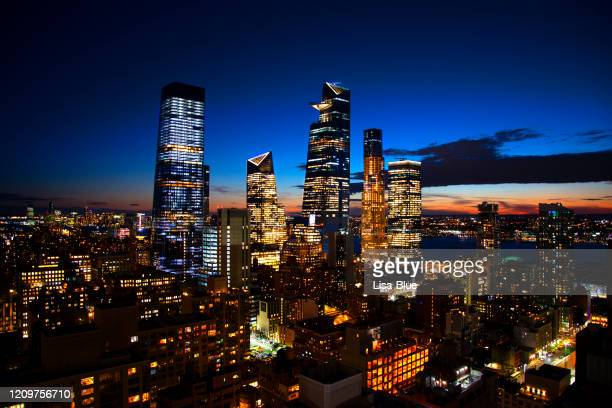 new york city skyline at sunset - hudson yards stock pictures, royalty-free photos & images