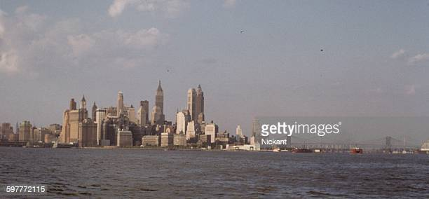 new york city skyline c1956 - 1956 stock-fotos und bilder